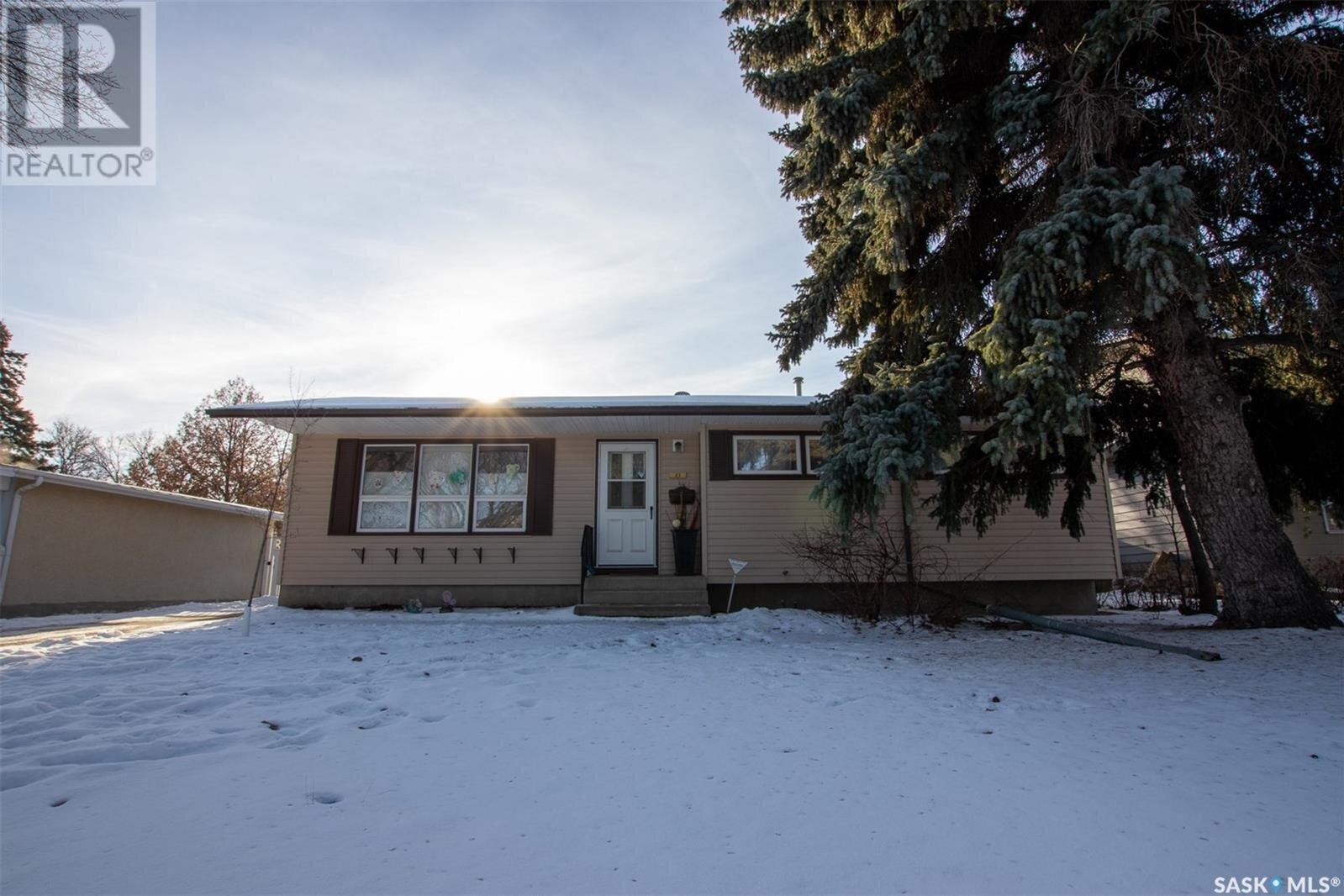 House for sale at 23 Sunset Dr Regina Saskatchewan - MLS: SK831949