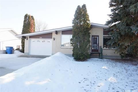 House for sale at 230 6th Ave E Gravelbourg Saskatchewan - MLS: SK800161