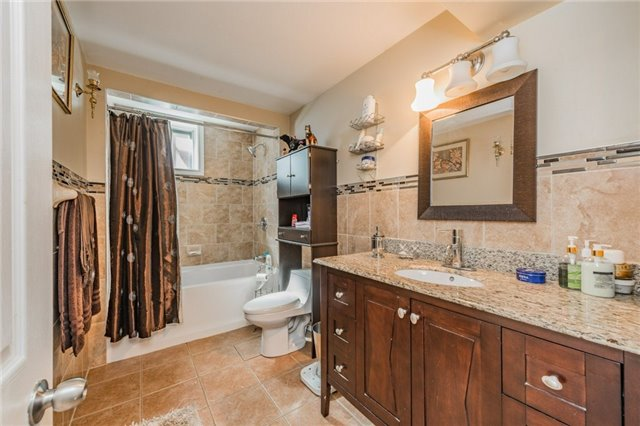 For Sale: 230 Centre Street, Brampton, ON | 3 Bed, 2 Bath House for $799,555. See 20 photos!