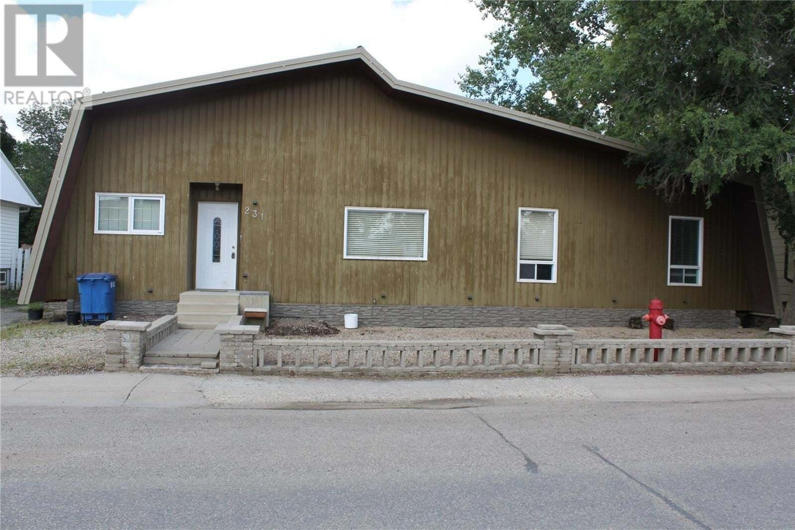 House for sale at 231 1st Ave E Gravelbourg Saskatchewan - MLS: SK821891
