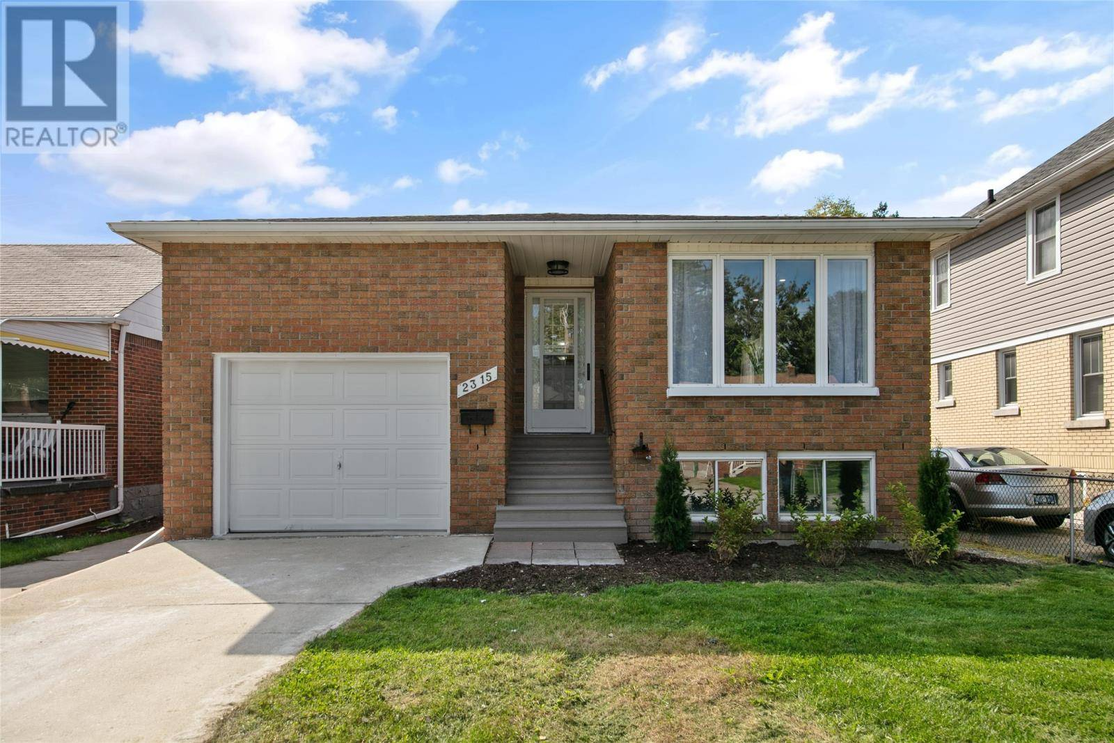 House for sale at 2315 Parkwood  Windsor Ontario - MLS: 19026656