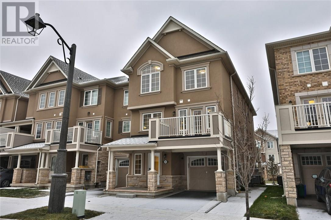 House for sale at 232 Betsy Drive Oakville Ontario - MLS: W4321321