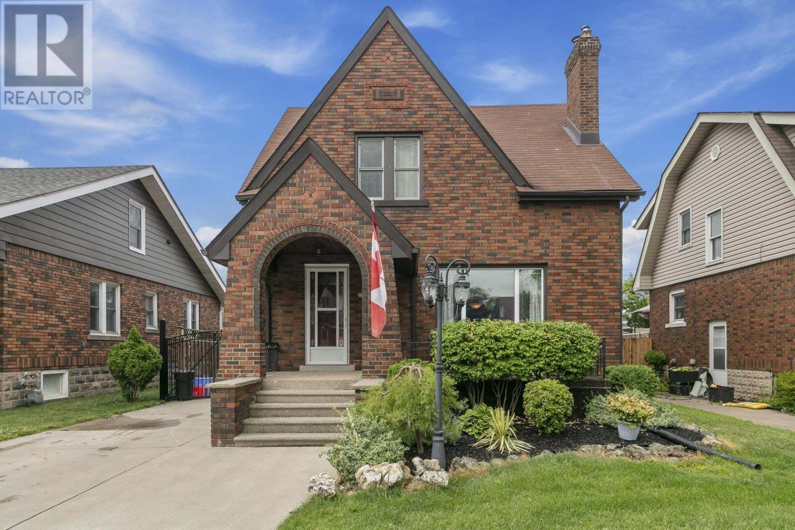 House for sale at 2323 Windermere  Windsor Ontario - MLS: 20007762