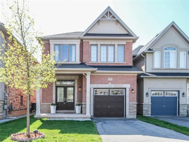 For Sale: 2327 Quetico Crescent, Oakville, ON   3 Bed, 3 Bath House for $989,000. See 20 photos!