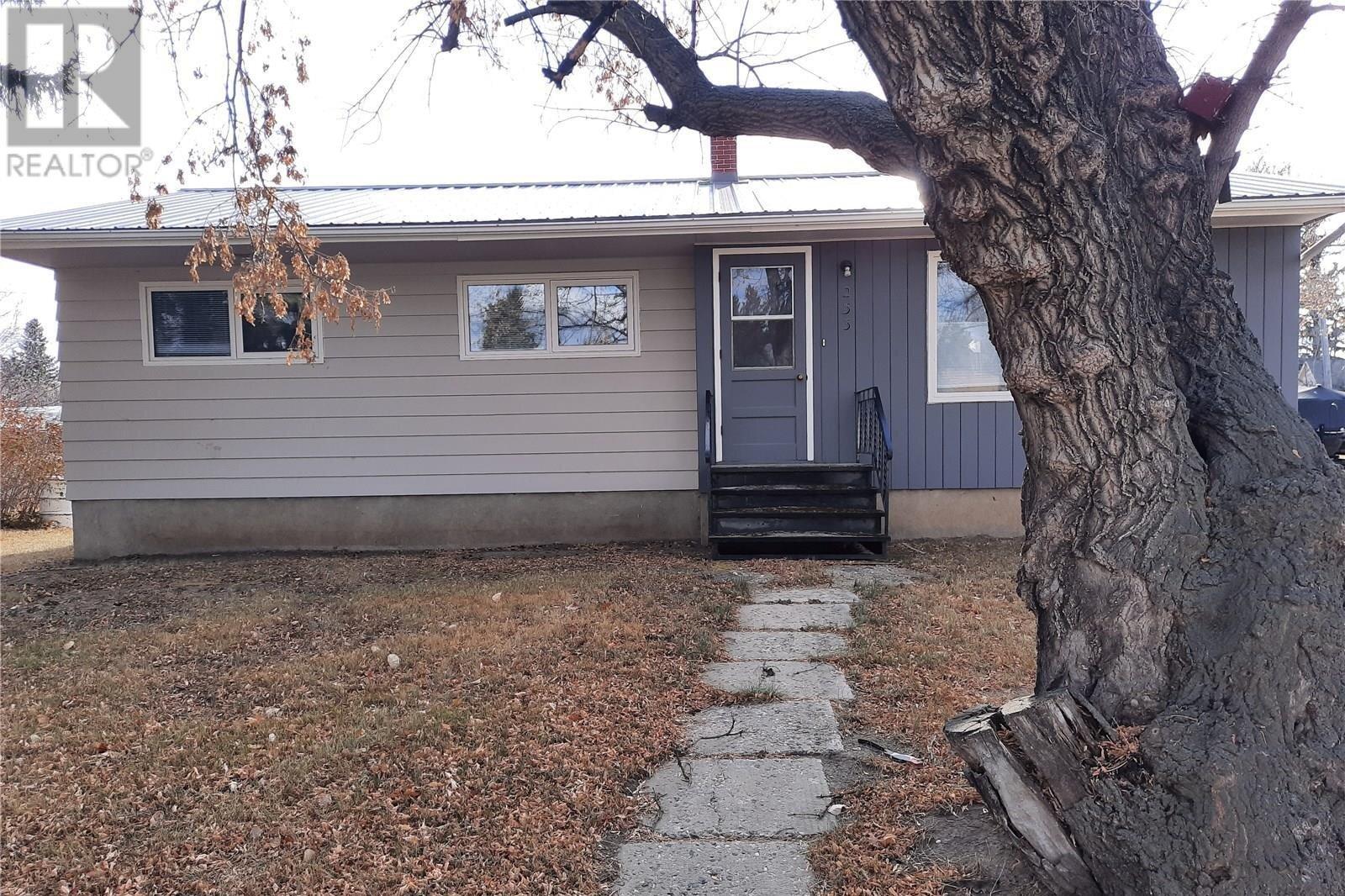 House for sale at 233 Dufferin St Govan Saskatchewan - MLS: SK832095