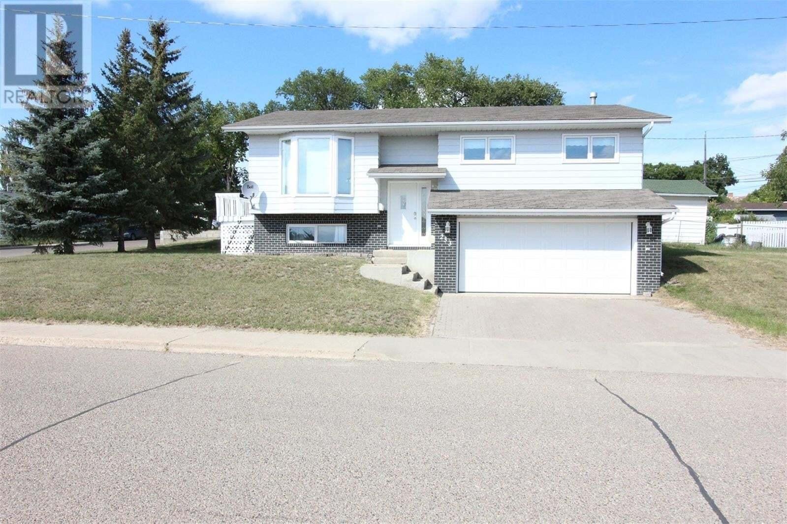 House for sale at 233 Lorne St W Swift Current Saskatchewan - MLS: SK825782