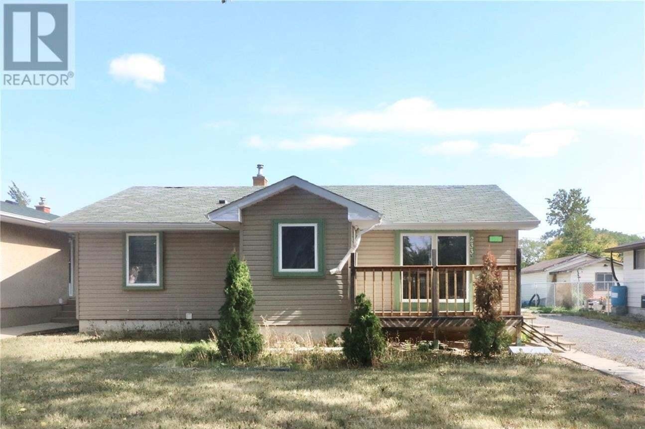 House for sale at 233 Ottawa St N Regina Saskatchewan - MLS: SK827215
