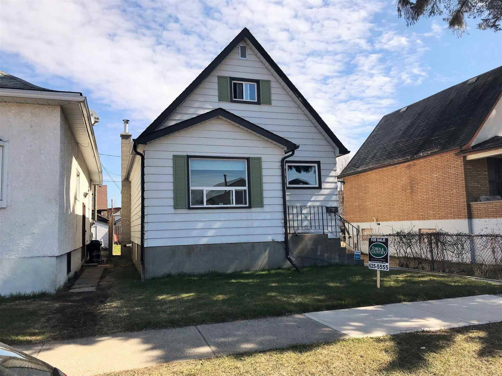 House for sale at 233 Robertson St.  Thunder Bay Ontario - MLS: TB192531