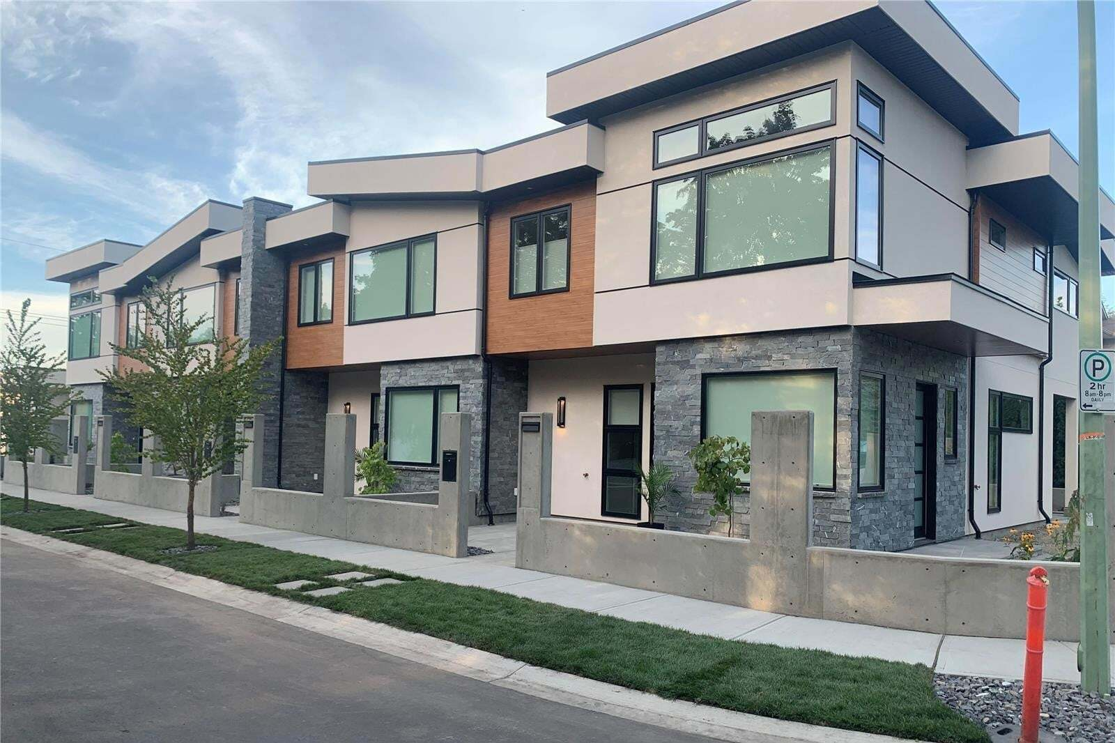 Townhouse for sale at 2337 Aberdeen St Kelowna British Columbia - MLS: 10209878