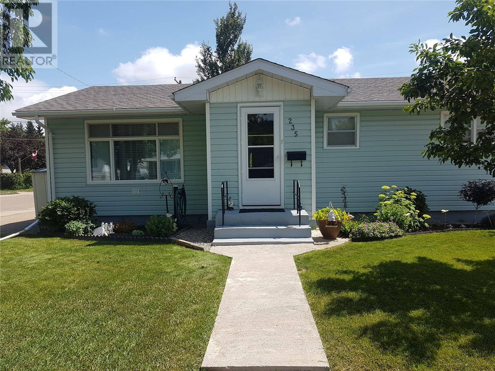 House for sale at 235 14th Ave Ne Swift Current Saskatchewan - MLS: SK763879