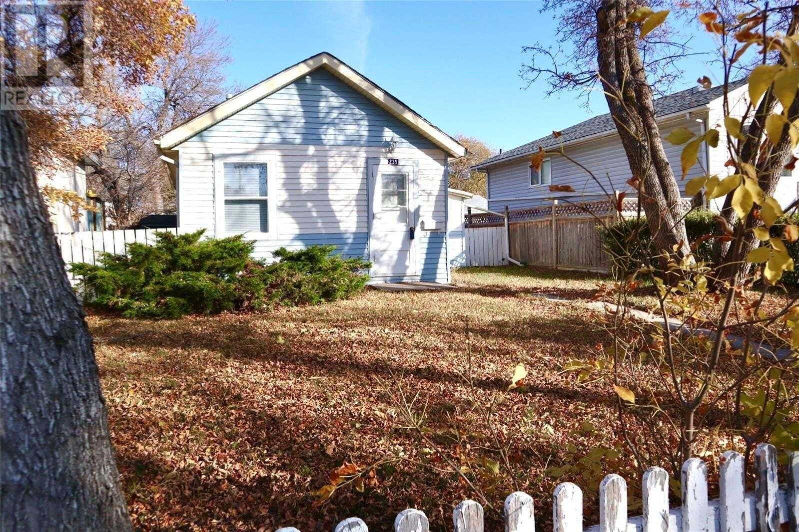 House for sale at 235 Ottawa St Regina Saskatchewan - MLS: SK828865