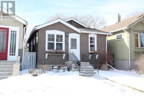 House for sale at 2352 Broder St Regina Saskatchewan - MLS: SK798471