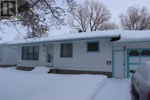 House for sale at 236 17th St Weyburn Saskatchewan - MLS: SK800732