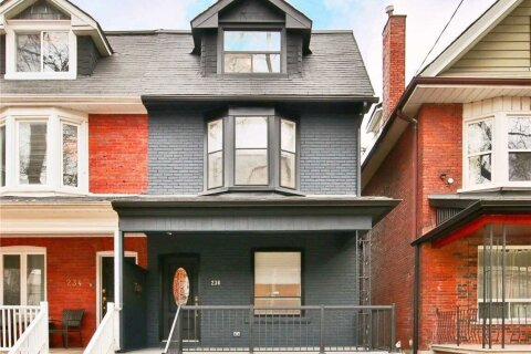 Townhouse for sale at 236 Grace St Toronto Ontario - MLS: C4993597