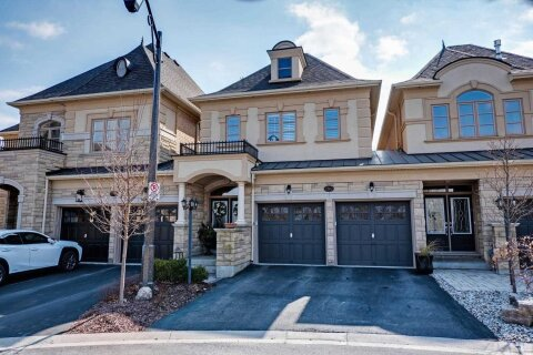 Townhouse for sale at 2362 Chateau Common  Oakville Ontario - MLS: W4967342