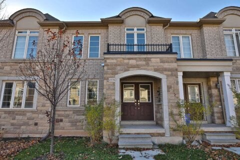 Townhouse for sale at 2376 Baronwood Dr Oakville Ontario - MLS: W4991937