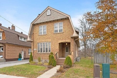 Townhouse for sale at 238 Dunlop St Barrie Ontario - MLS: S4981046