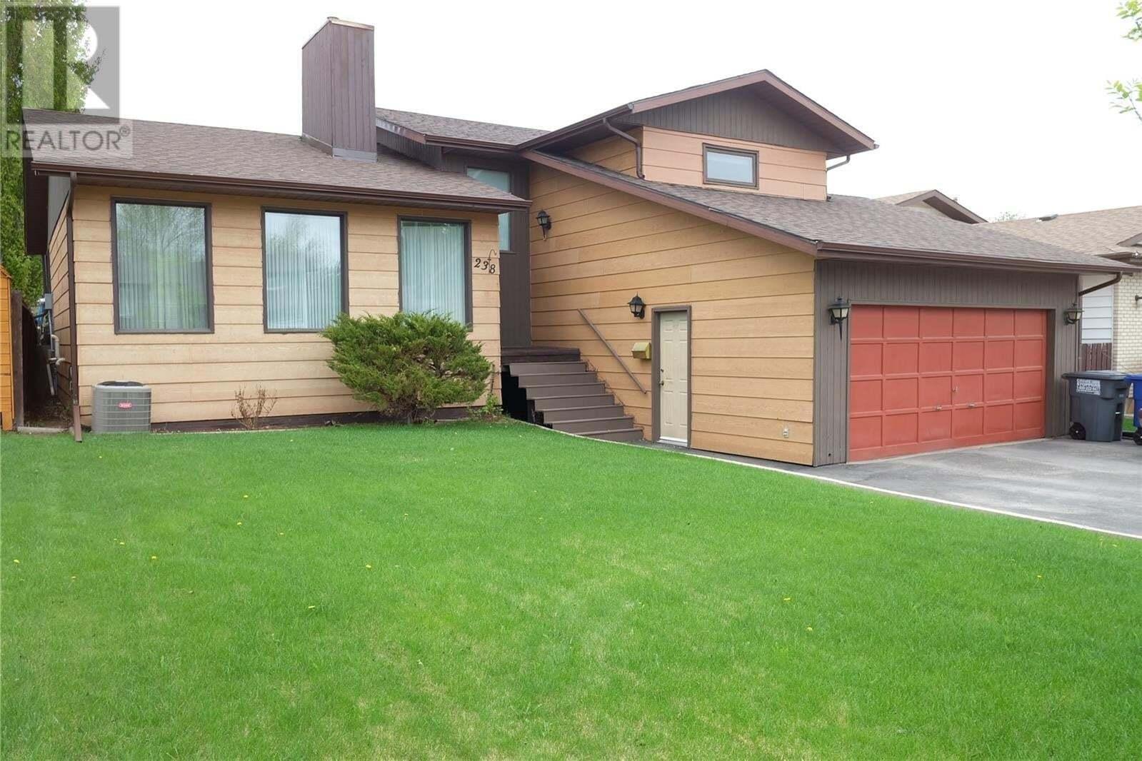 House for sale at 238 Thain Wy Saskatoon Saskatchewan - MLS: SK809615