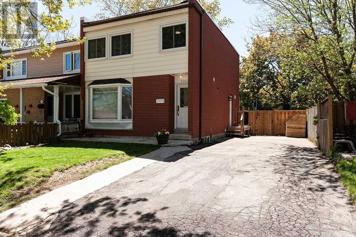 Townhouse for sale at 2392 Maryvale Ct Burlington Ontario - MLS: W4767551