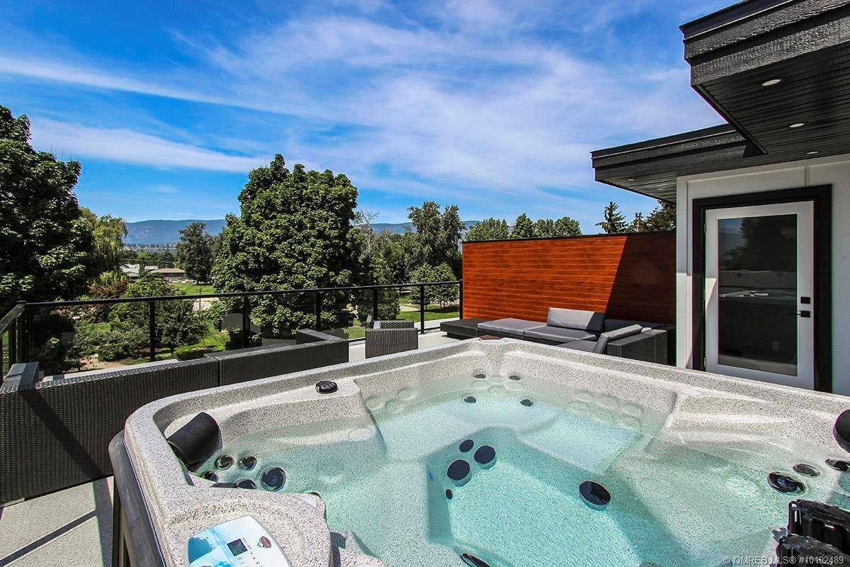 Townhouse for sale at 2395 Aberdeen St Kelowna British Columbia - MLS: 10192489