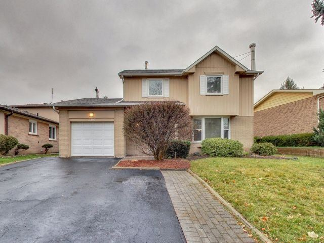 For Sale: 2395 Buttonbush Crescent, Mississauga, ON   3 Bed, 3 Bath House for $759,900. See 20 photos!