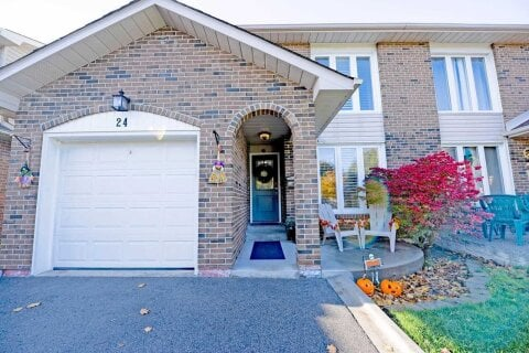 Townhouse for sale at 24 Camberley Cres Brampton Ontario - MLS: W4965479