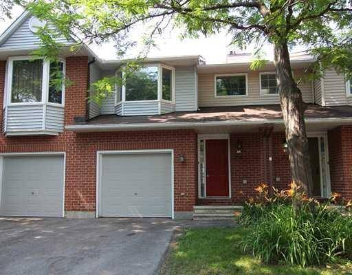 Townhouse for rent at 24 Oakhaven Pt Ottawa Ontario - MLS: 1169354