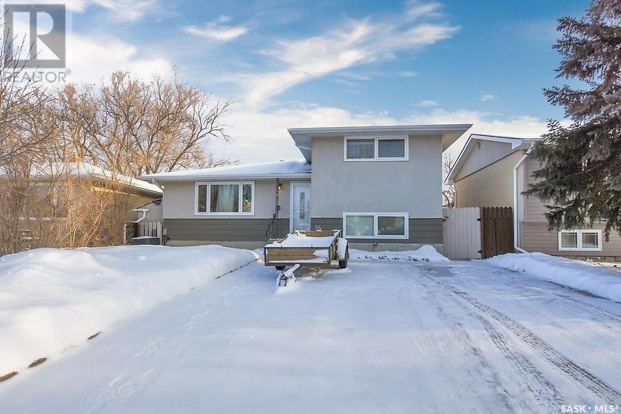 House for sale at 24 Read Ave Regina Saskatchewan - MLS: SK833581