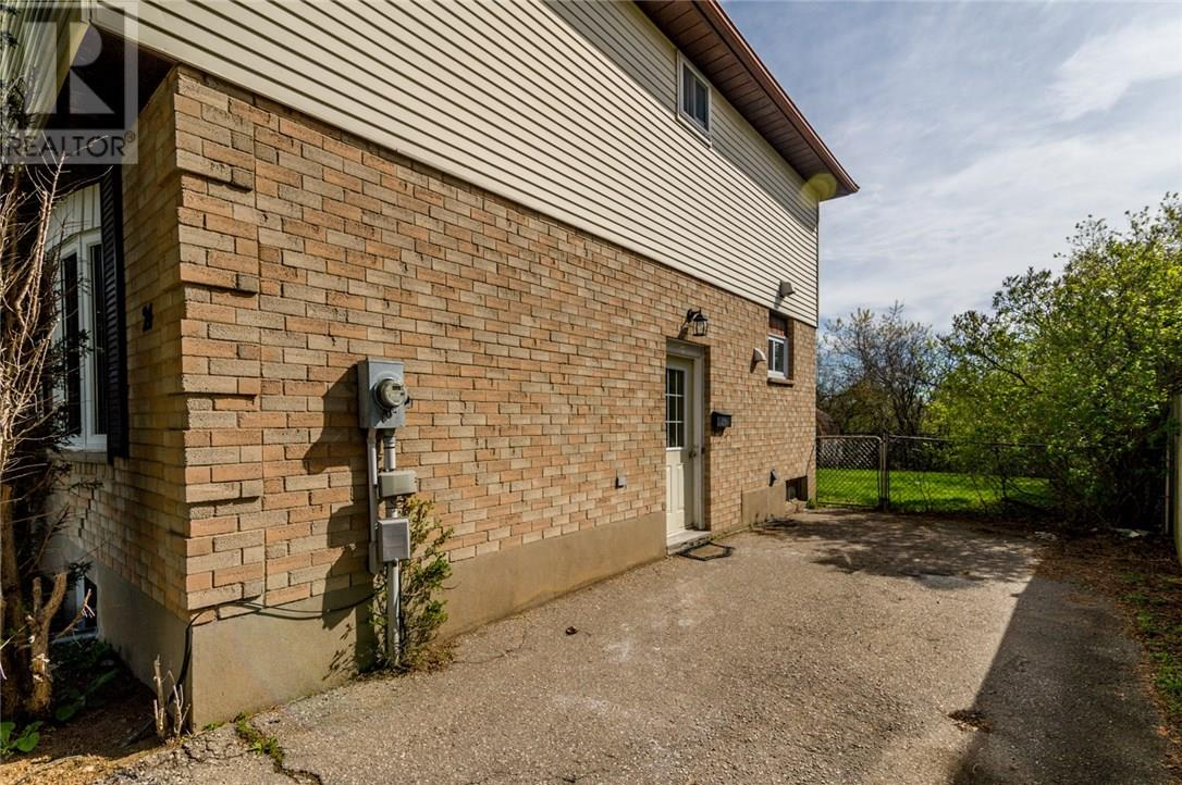 For Sale: 24 Reid Court, Guelph, ON | 4 Bed, 2 Bath House for $444,900. See 20 photos!