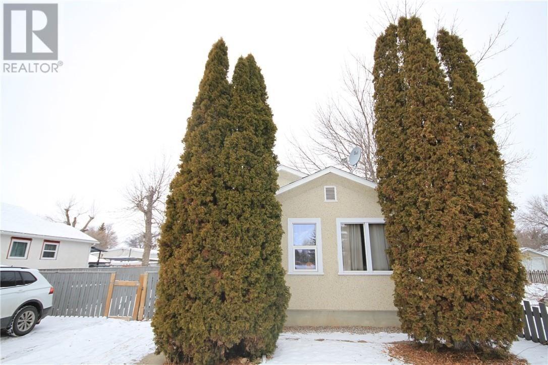 House for sale at 240 16 St North Lethbridge Alberta - MLS: ld0186063