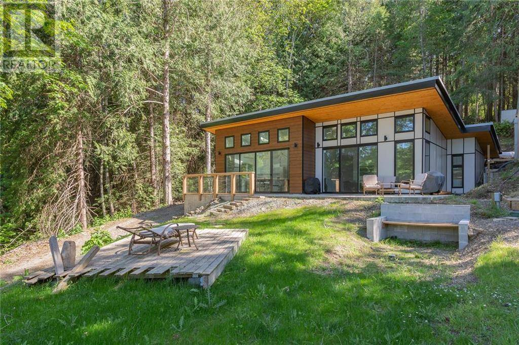 House for sale at 240 Callaghan Rd Mayne Island British Columbia - MLS: 404939