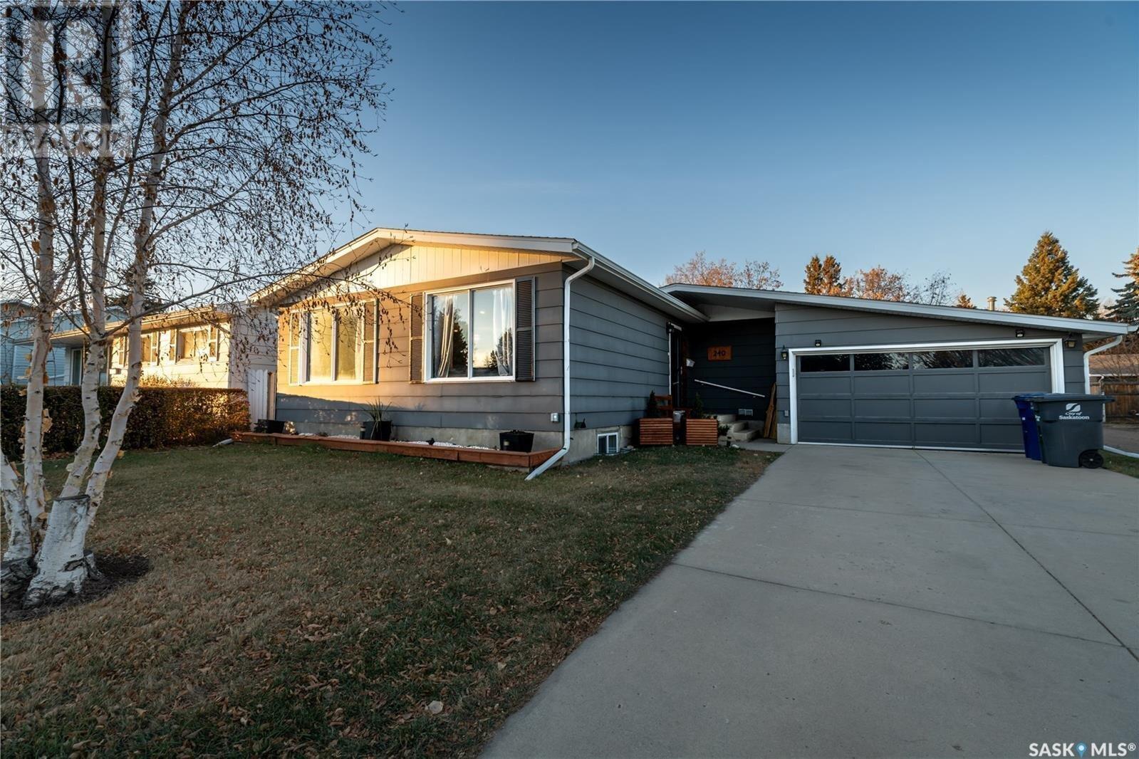 House for sale at 240 Campion Cres Saskatoon Saskatchewan - MLS: SK832098