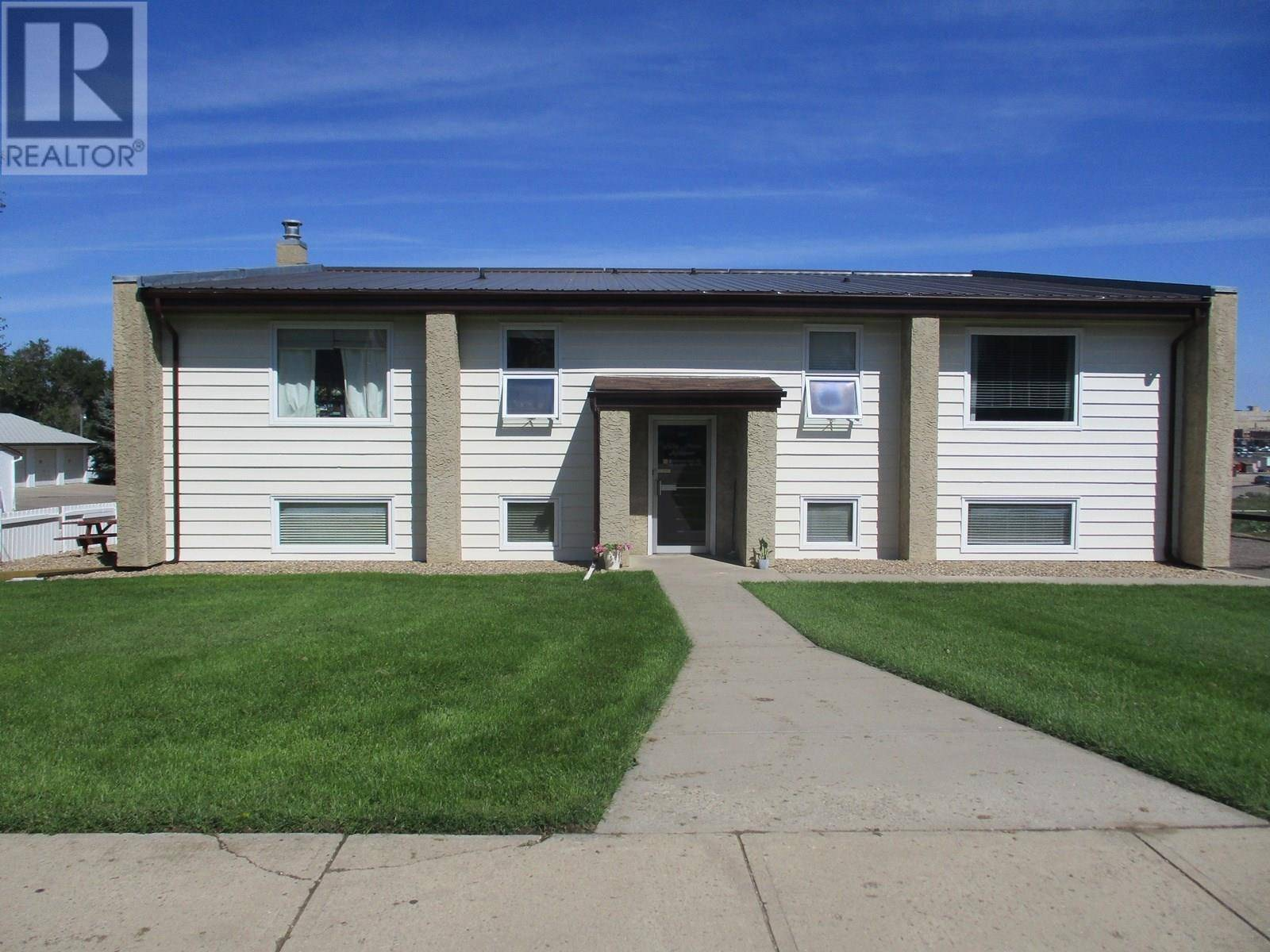 Townhouse for sale at 240 Home St W Moose Jaw Saskatchewan - MLS: SK784253