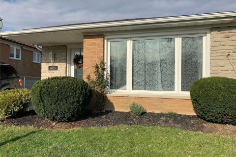 Townhouse for sale at 2405 Whaley Dr Mississauga Ontario - MLS: W5054840