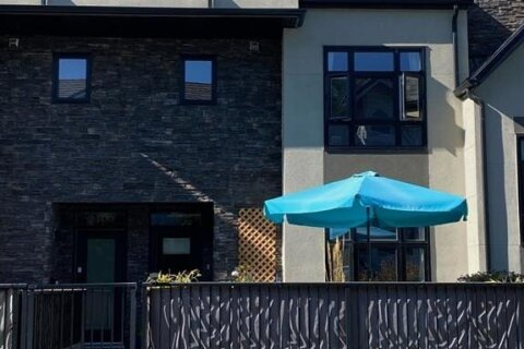 Townhouse for sale at 2407 14a St SW Calgary Alberta - MLS: A1044313