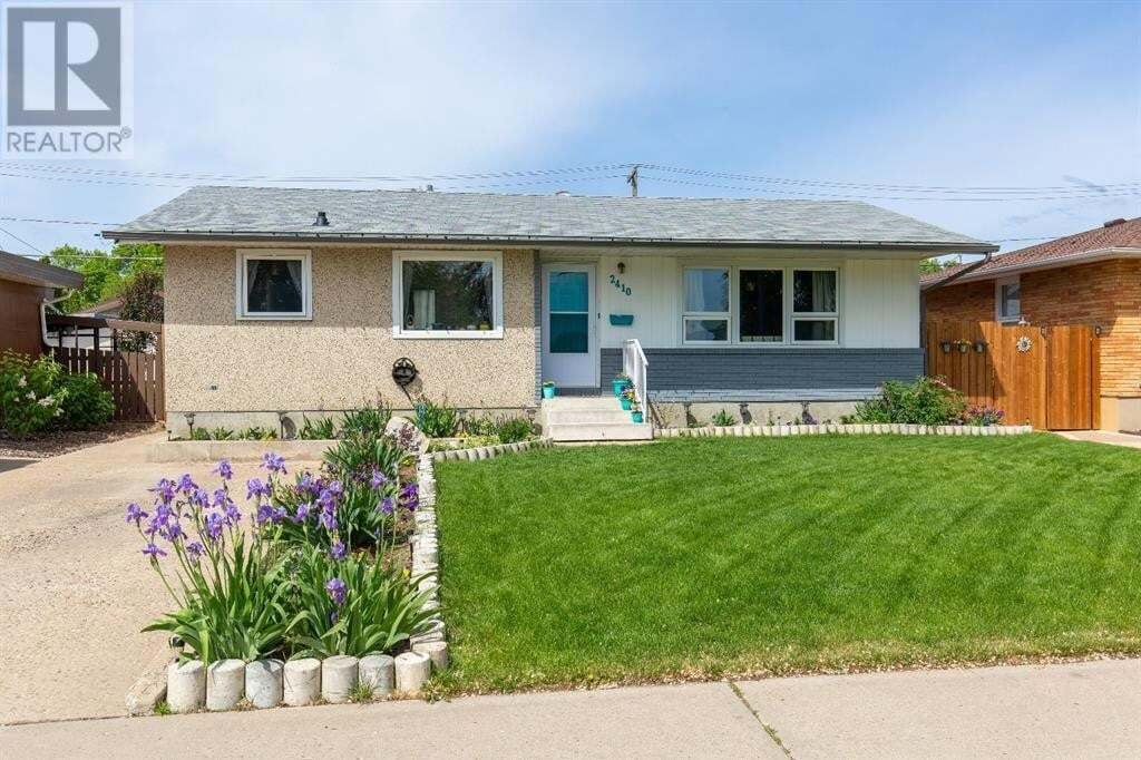House for sale at 2410 21 Ave Southeast Medicine Hat Alberta - MLS: A1003921