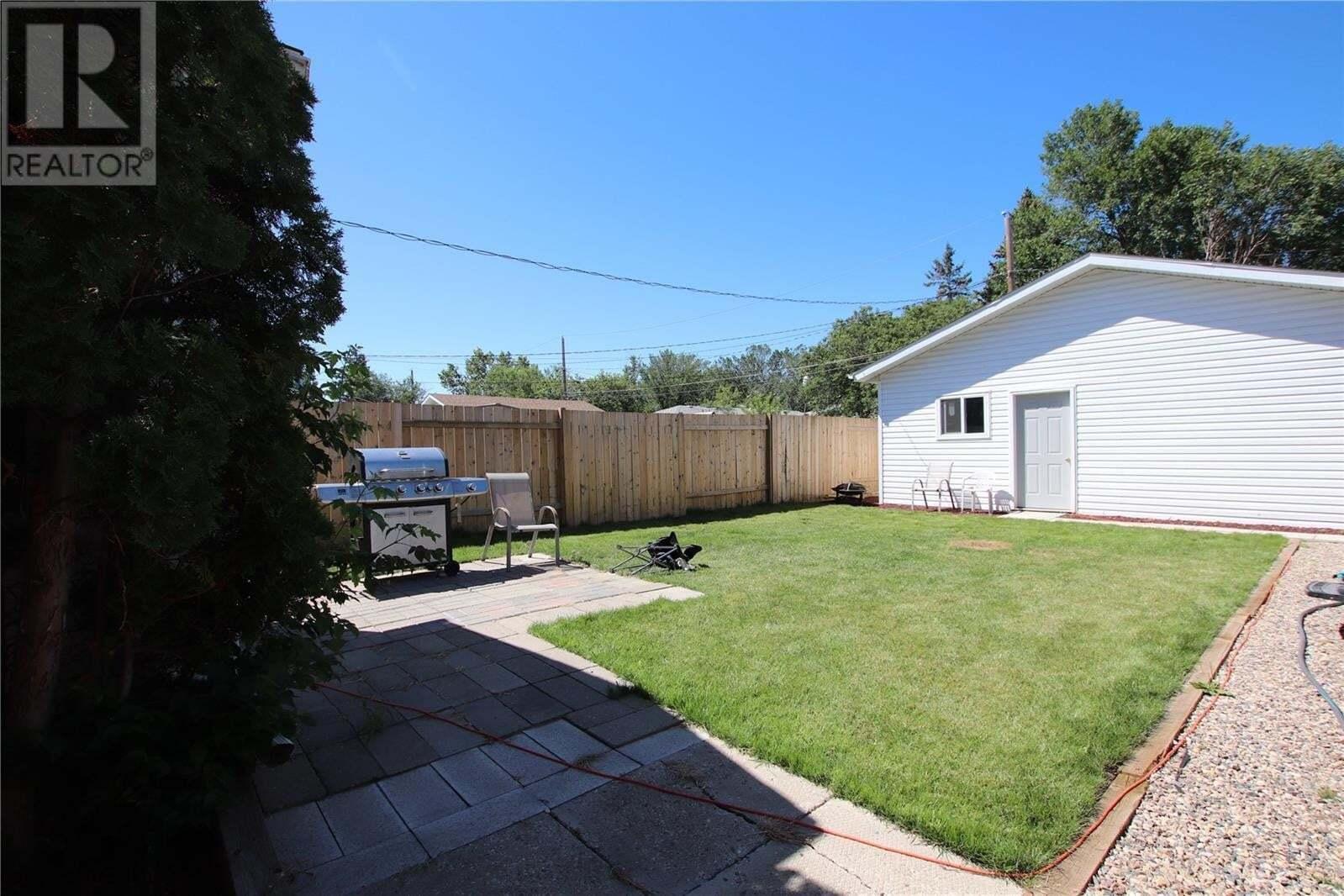Residential property for sale at 242 Angus St Regina Saskatchewan - MLS: SK827117