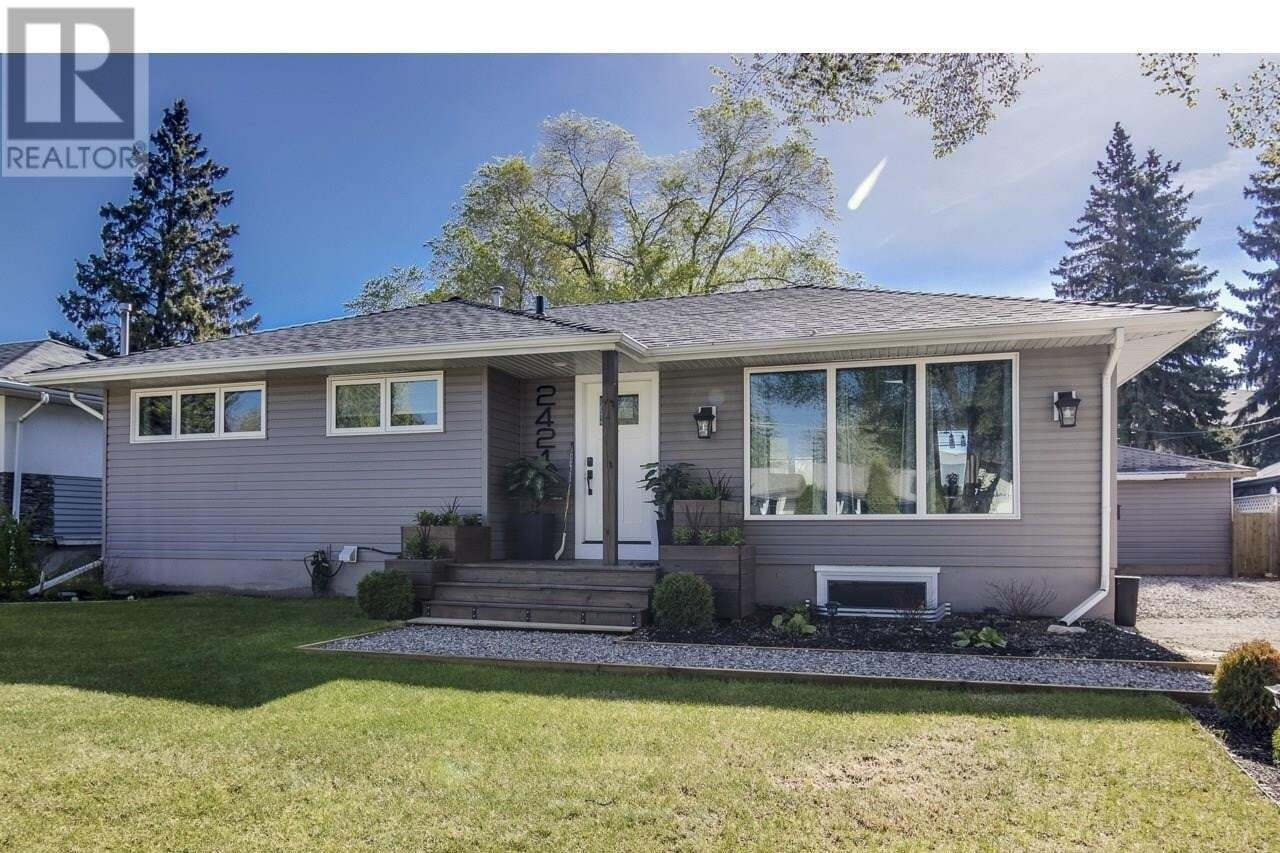 House for sale at 2421 Clarence Ave S Saskatoon Saskatchewan - MLS: SK817058