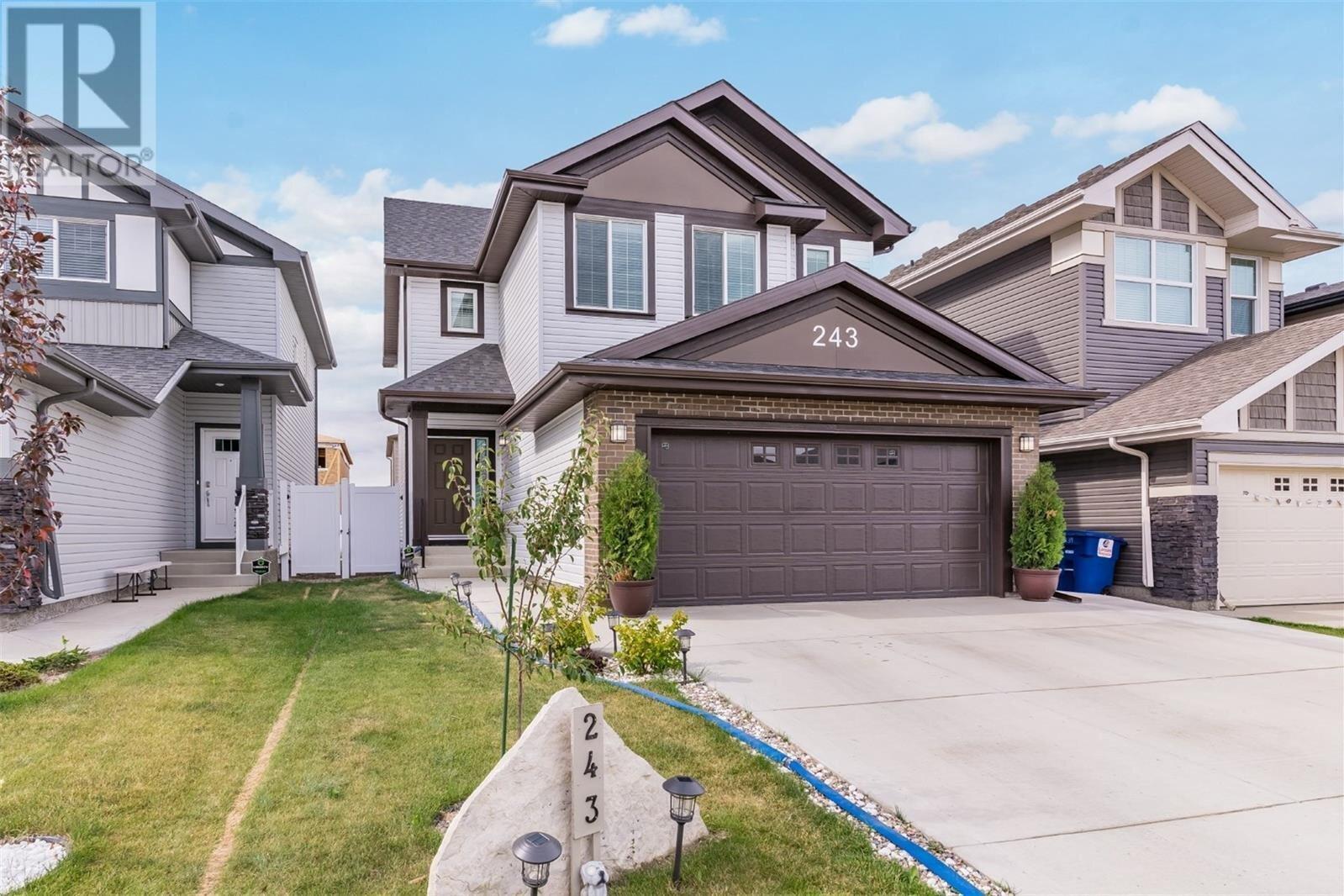 House for sale at 243 Dagnone Ln Saskatoon Saskatchewan - MLS: SK831459