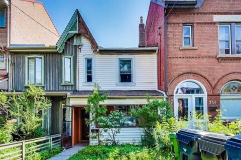 Townhouse for sale at 243 Lippincott St Toronto Ontario - MLS: C4986070