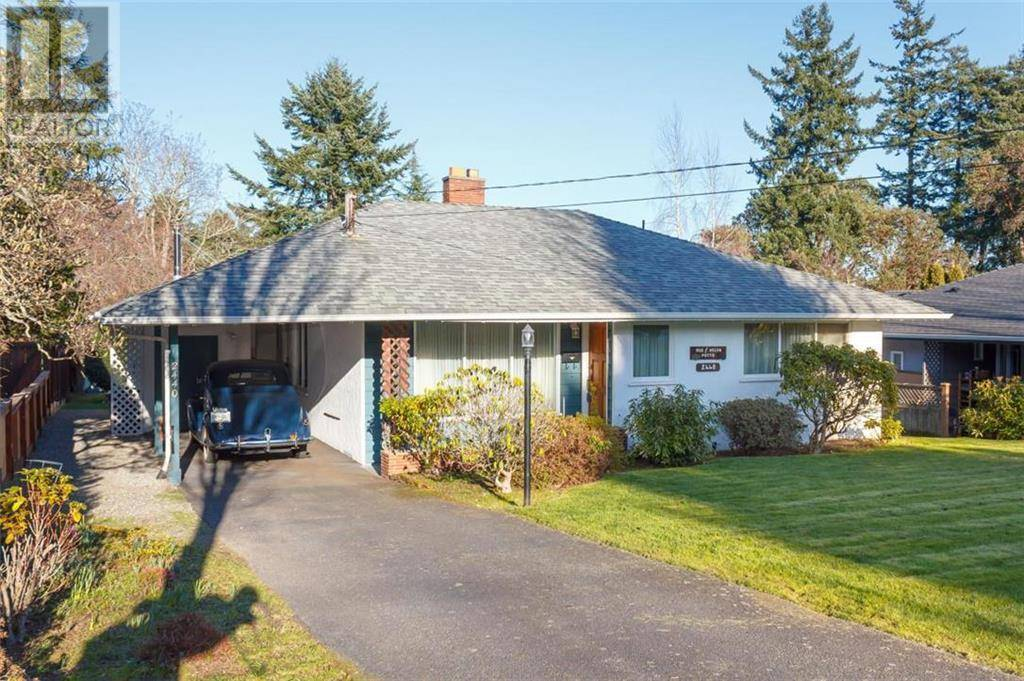House for sale at 2440 Camelot Rd Saanich East British Columbia - MLS: 421231