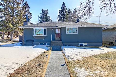 House for sale at 2444 Cottonwood Cres Southeast Calgary Alberta - MLS: C4289406