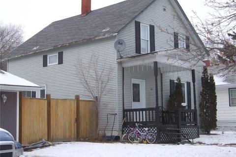 House for sale at 246 1st St W Leader Saskatchewan - MLS: SK797087