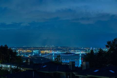 Townhouse for sale at 2467 Folkestone Wy West Vancouver British Columbia - MLS: R2335757