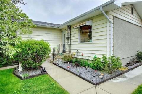 House for sale at 247 Maddock Wy NE Calgary Alberta - MLS: C4298026