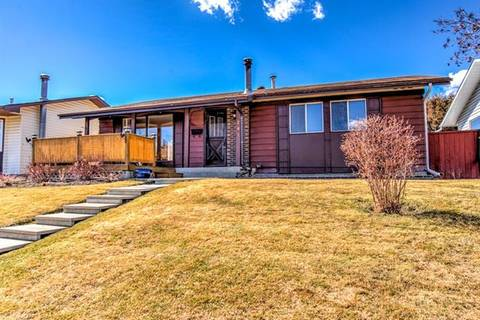 House for sale at 247 Whitehorn Cres Northeast Calgary Alberta - MLS: C4238370