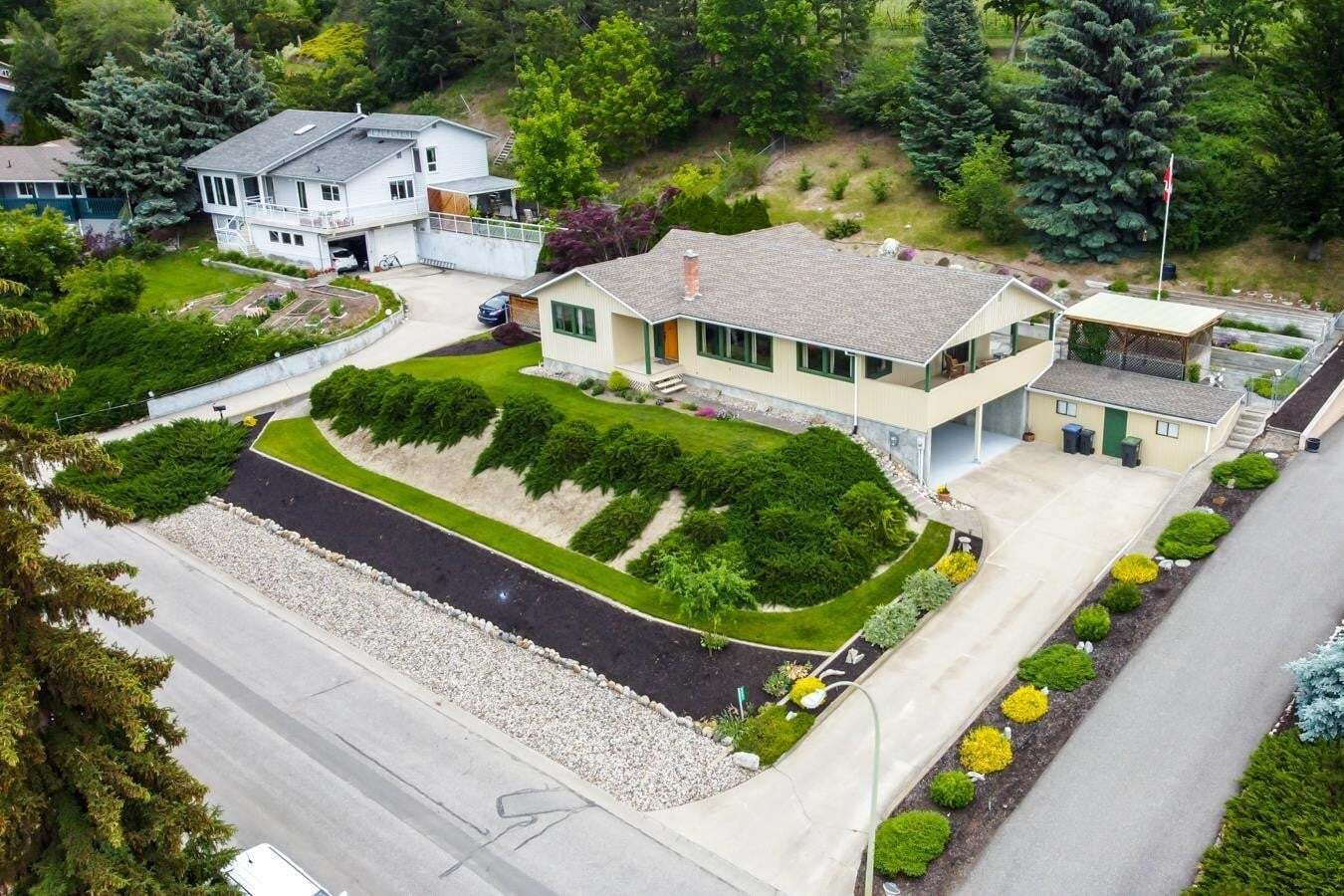 House for sale at 2481 Fairhall Rd Kelowna British Columbia - MLS: 10207369