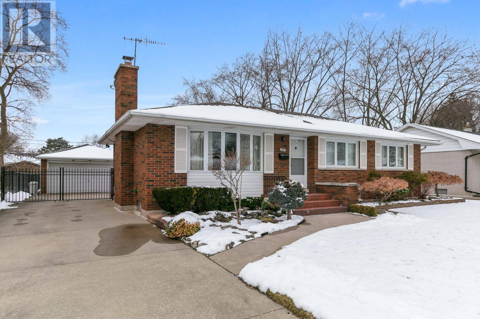 House for sale at 2491 Academy  Windsor Ontario - MLS: 20001591
