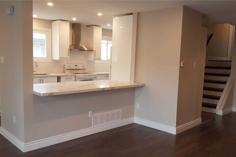 Townhouse for rent at 2499 Cobbinshaw Circ Mississauga Ontario - MLS: W5062551