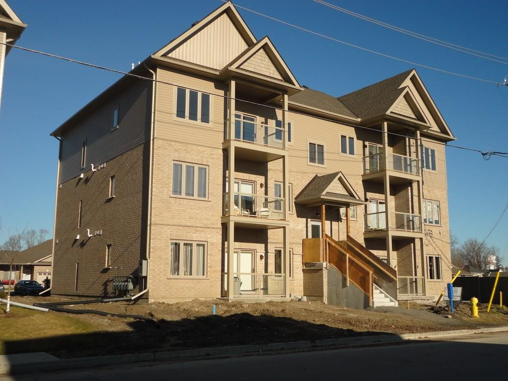 Buliding: 111 South Cayuga Street East, Dunnville, ON